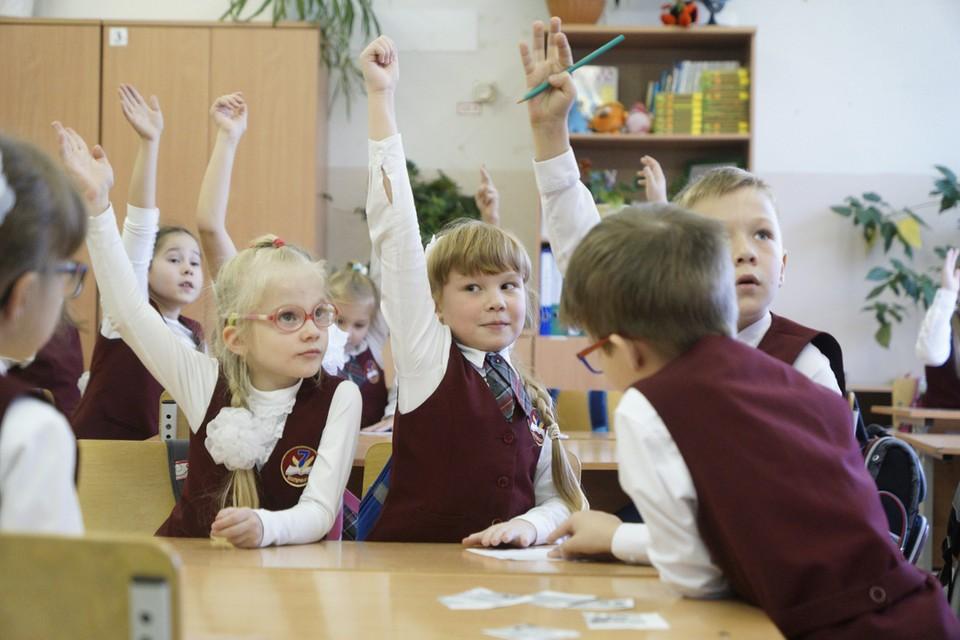 Чтобы разгрузить переполненные классы, в России снова будут строить пятиэтажные школы.