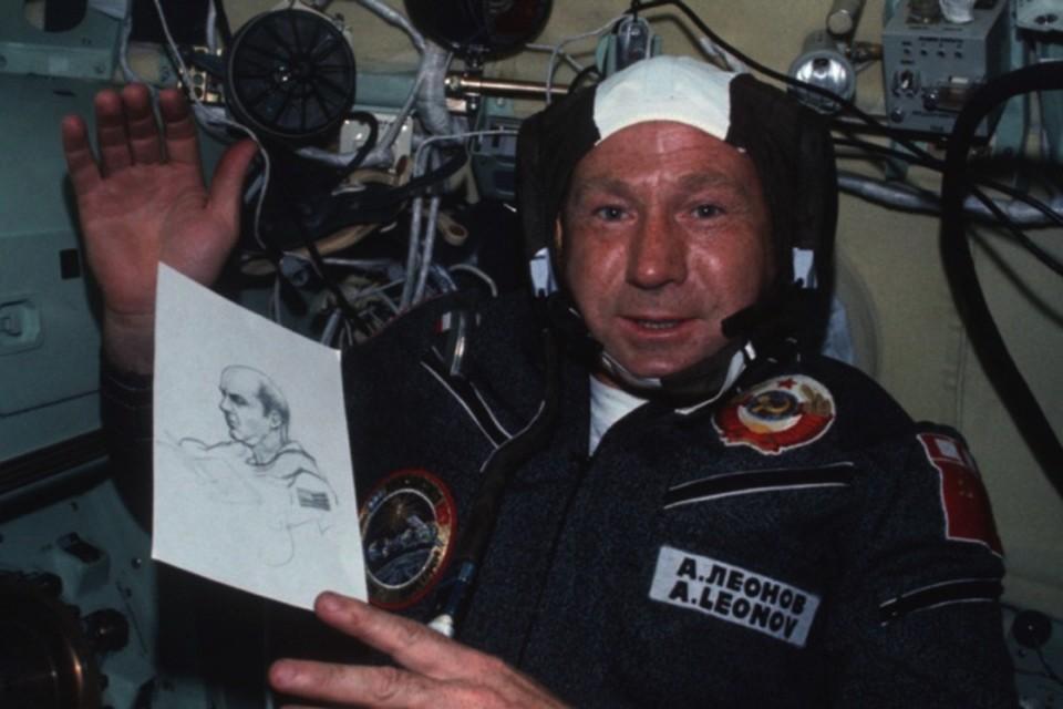Многие верят, что Леонов все-таки побывал на Луне. Тайно.