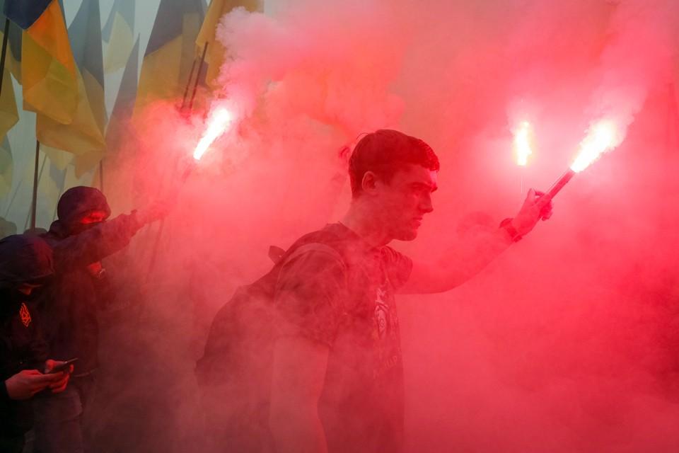 Киев превращается в какую-то гигантскую черную дыру, где нацистские шабаши стали делом привычным