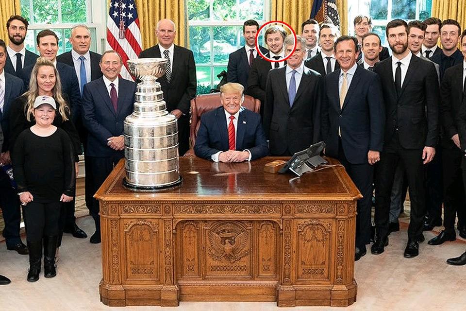 Владимир Тарасенко на традиционном фото президента США с американскими победителями Кубка Стенли. Фото Twitter @realDonaldTrump
