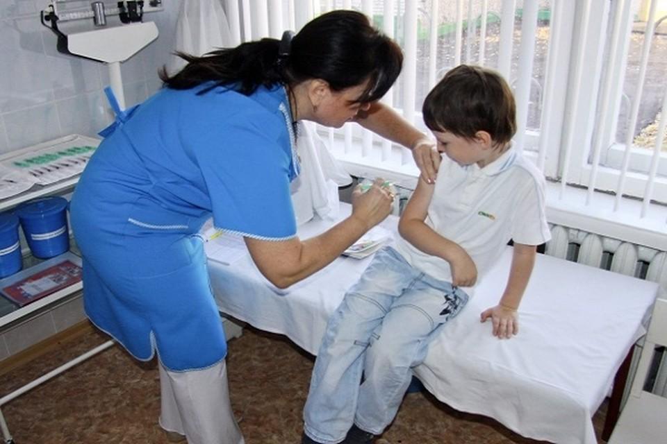 На сегодняшний день прививку от гриппа уже получили 42,3% школьников Якутска.
