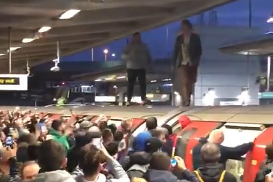Защитники климата подрались с пассажирами метро во время акции протеста.