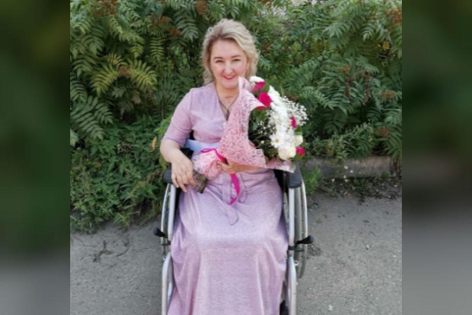 Эта улыбчивая, красивая иркутянка уже шесть лет прикована к инвалидной коляске после тяжелейшей болезни. Фото: сайт фонда «География добра».