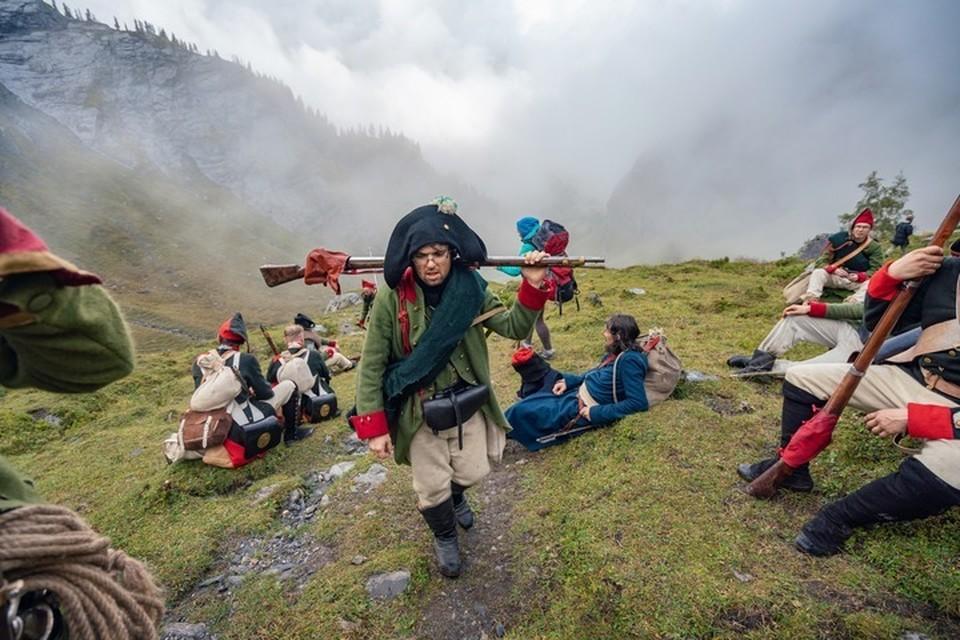 Вслед за Суворовы энтузиасты из России, Германии и Англии прошли пешком 185 километров по швейцарским Альпам. Фото: Михаил Евстратов (https://vk.com/stirh)