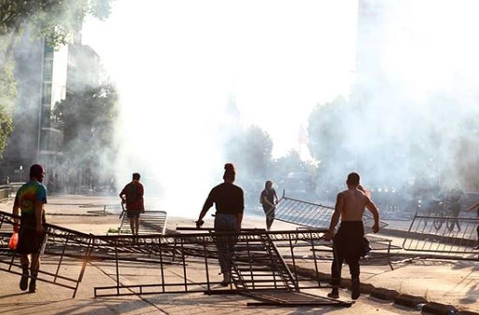 В столице Чили введен режим чрезвычайного положения