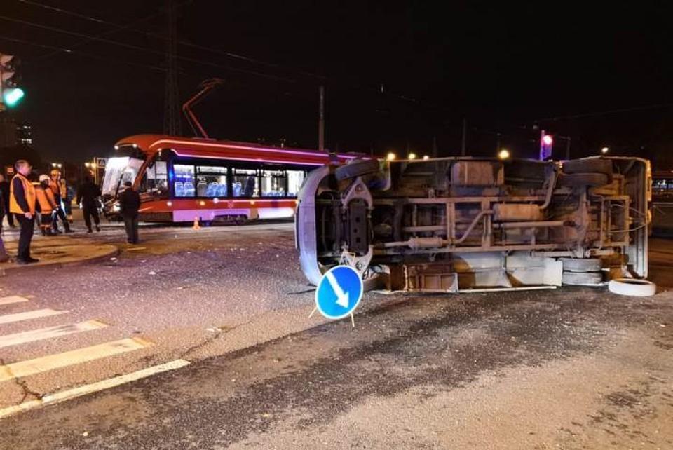 В аварии пострадали 16 человек Фото: ГУ МВД по Санкт-Петербургу и Ленинградской области