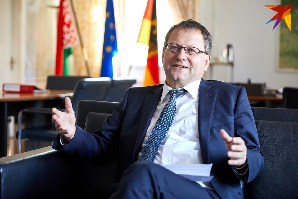 Новый посол Германии в Беларуси Манфред Хутерер планирует привлечь в Беларусь немецкие делегации, чтобы они увидели изменения в нашей стране, не пугались, смогли зацепиться и захотели приехать вновь.