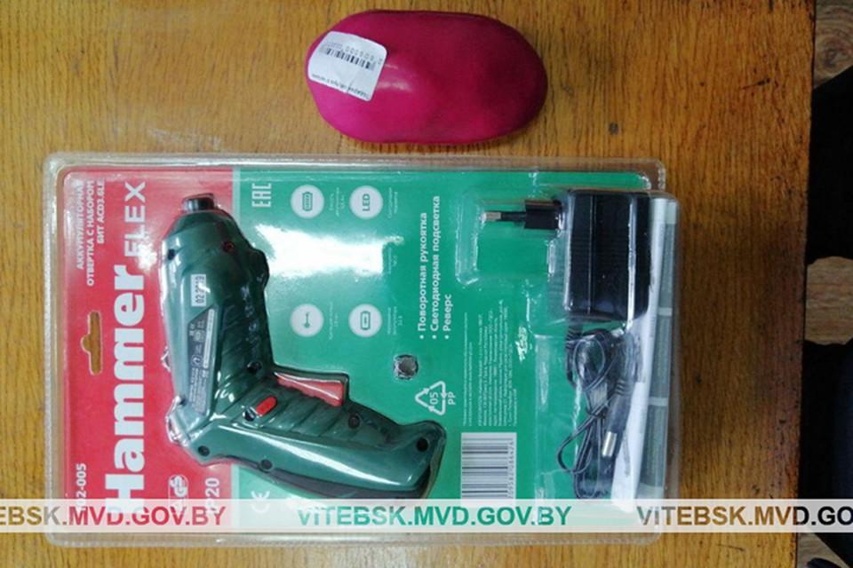 Вот это получил покупатель, заказавший дрель-шуруповерт в кейсе. И антистрессовую безделушку в подарок. Фото: УВД Витебского облисполкома.