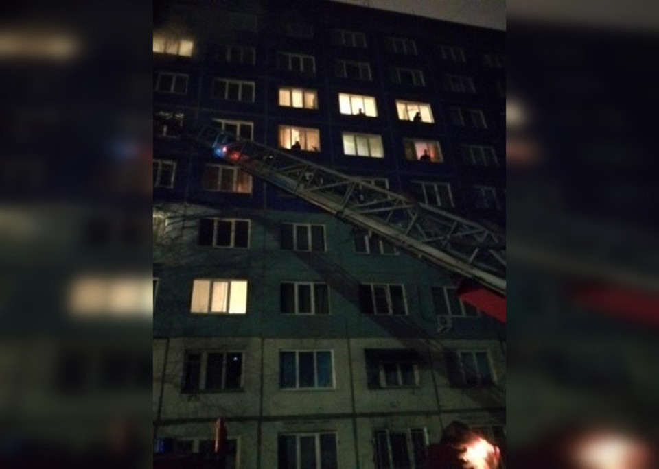 Пожарные спасли 52 человека из горящей многоэтажки в Кемерове.ФОТО: ГУ МВД России по Кемеровской области