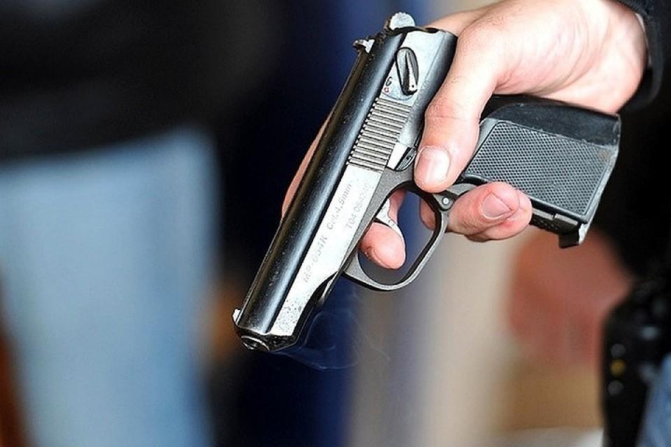 Как было установлено, стреляли из травматического пистолета и охолощенного автомата.