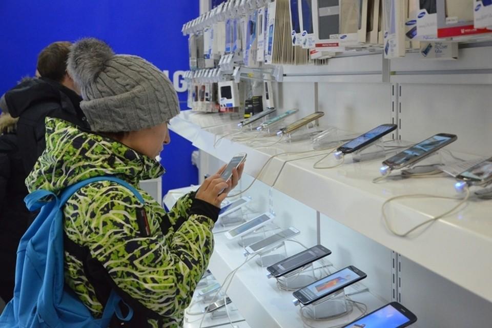 В Прокопьевске сотрудник салона связи незаконно оформлял кредиты на клиентов