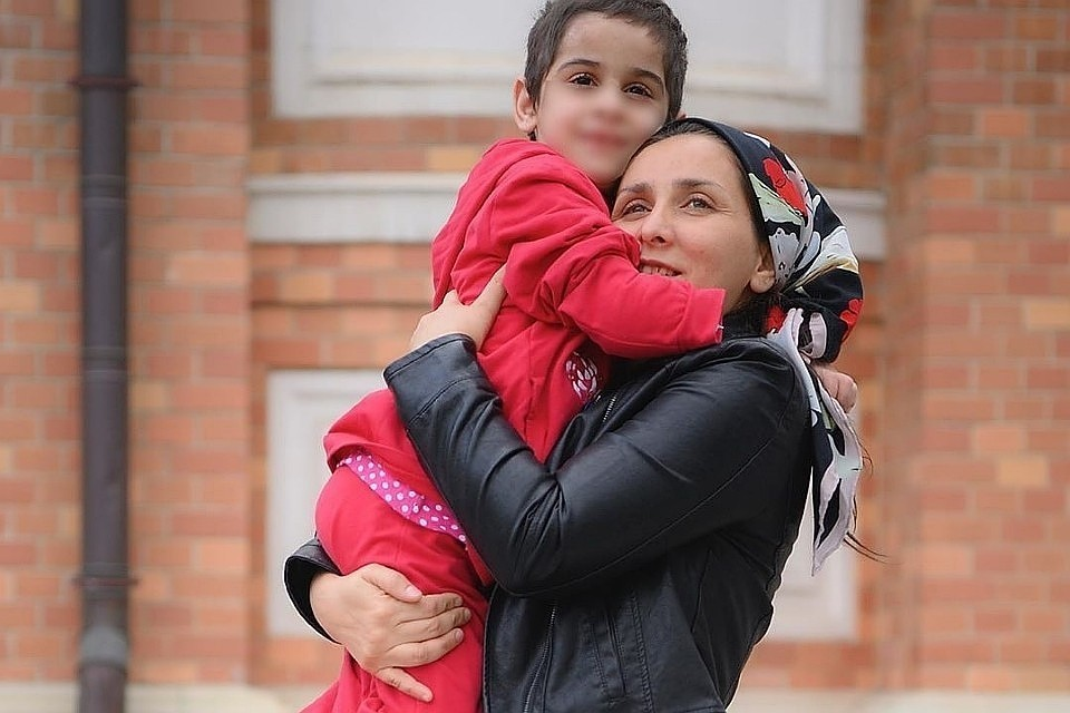 Лидия Ажигова с дочкой. Фото: соцсети Анны Кузнецовой
