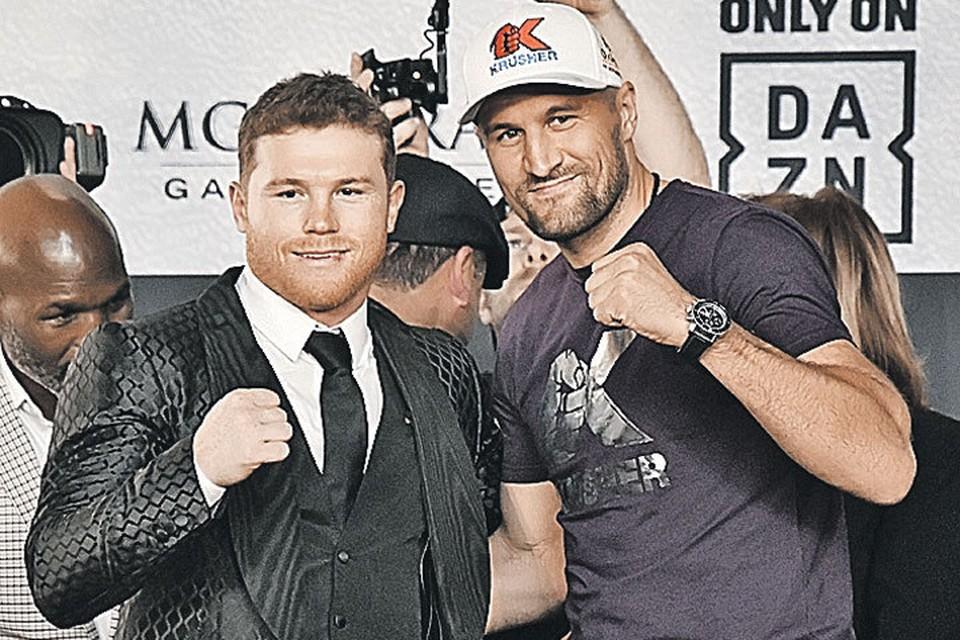 Сауль Альварес (слева) специально перешел в более тяжелый вес, чтобы сразиться с Сергеем Ковалевым.