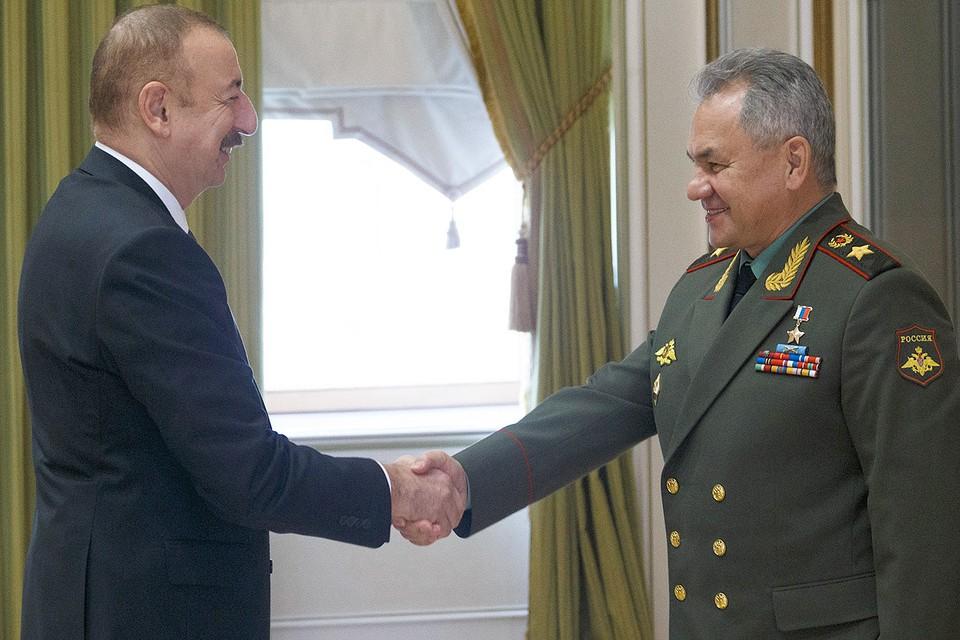 Глава Минобороны РФ Сергей Шойгу и президент Азербайджана Ильхам Алиев в Баку.