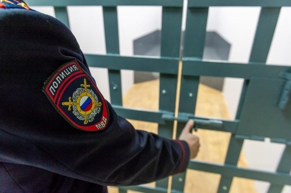 Землевладелец в Комсомольске палкой проучил помощника по хозяйству