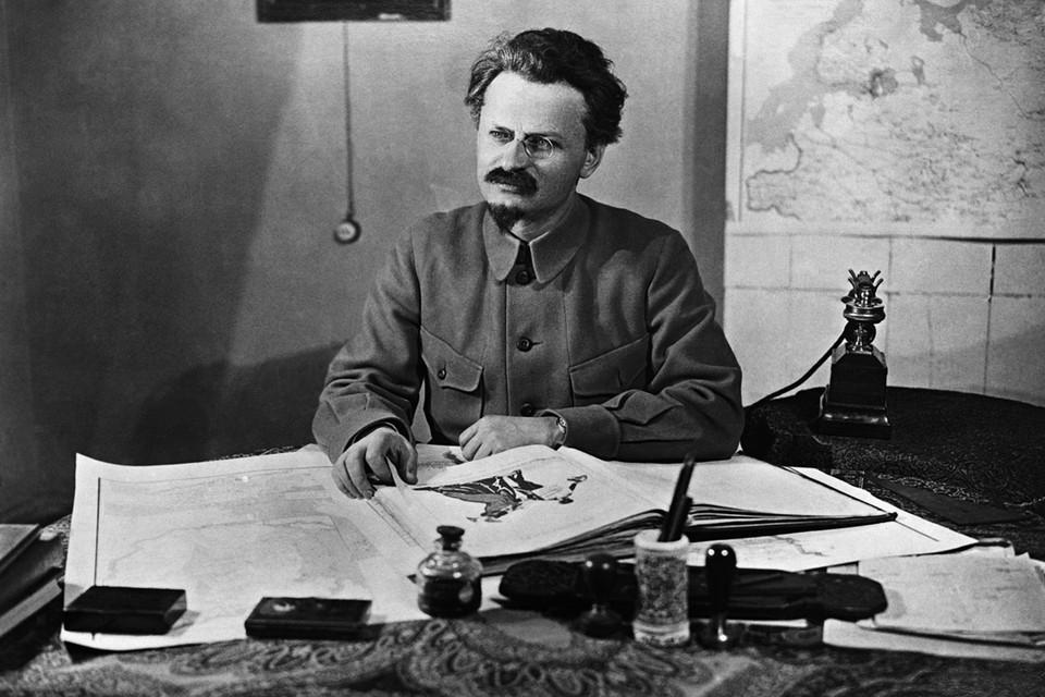 Как же получилось, что один из вождей Октябрьской революции, наиболее влиятельный член ленинского Политбюро вплоть до развала СССР считался в нашей стране врагом?