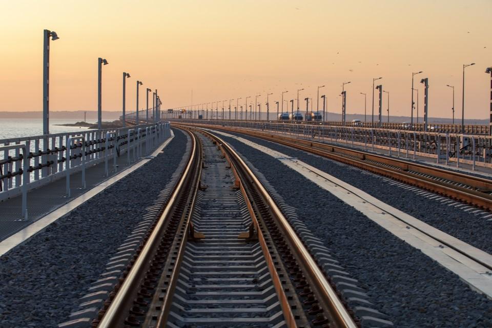 Первый поезд проедет по мосту в конце декабря Фото: инфоцентр Крымский мост