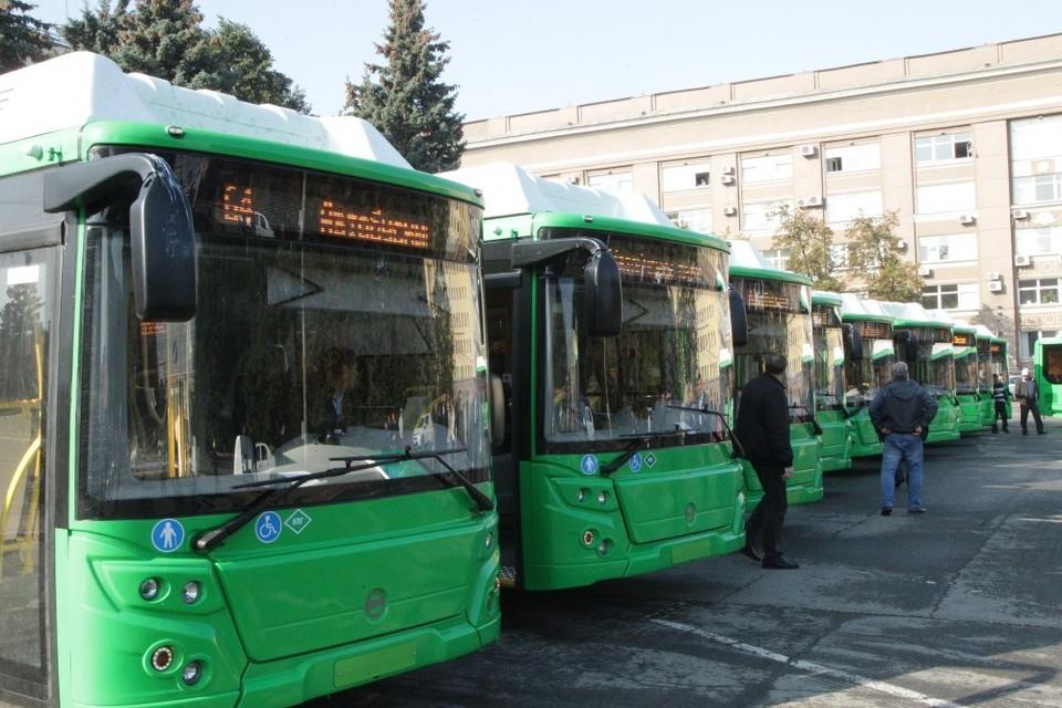 Новые автобусы чистые и карсивые, но не всех пассажиров устраивает салон. Фото: cheladmin.ru.