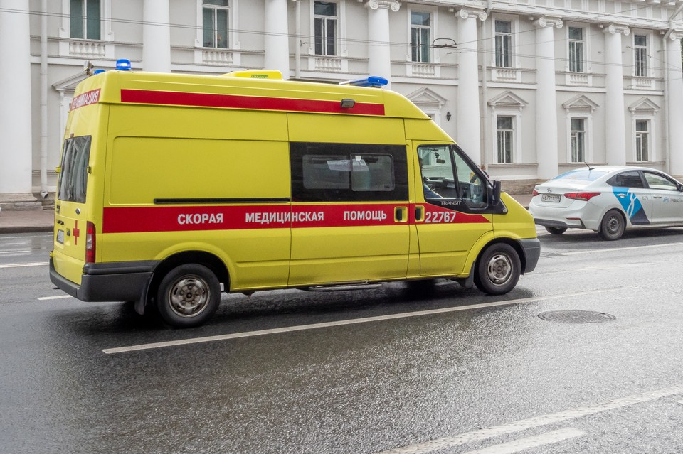 В Петербурге произошла авария с участием машины скорой помощи.