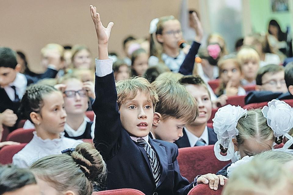 Если ребенку нравится школьная движуха, не стоит вырывать его из комфортной среды.