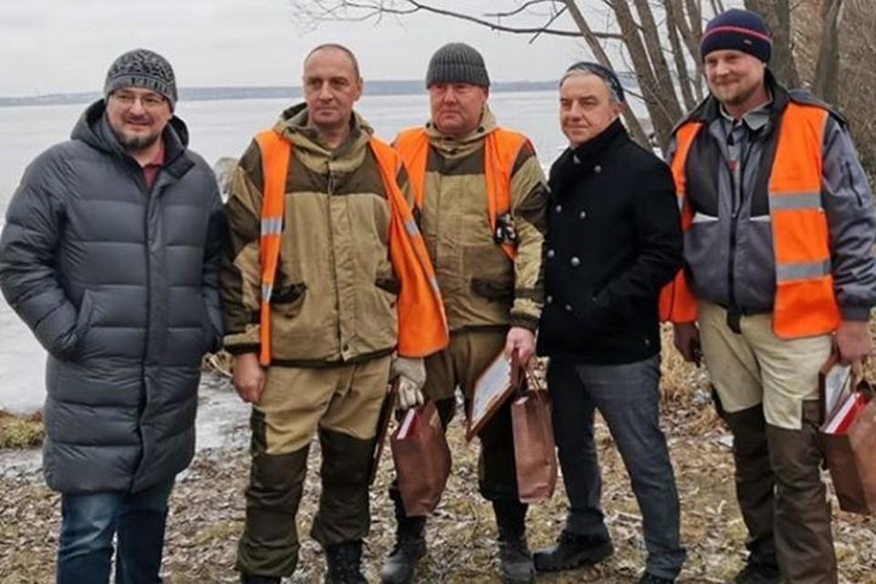Шахрин лично поблагодарил Алексея, Салавата и Сергея, которые спасли тонущую собаку из озера. Фото: https://www.instagram.com/artur_ziganshin96/