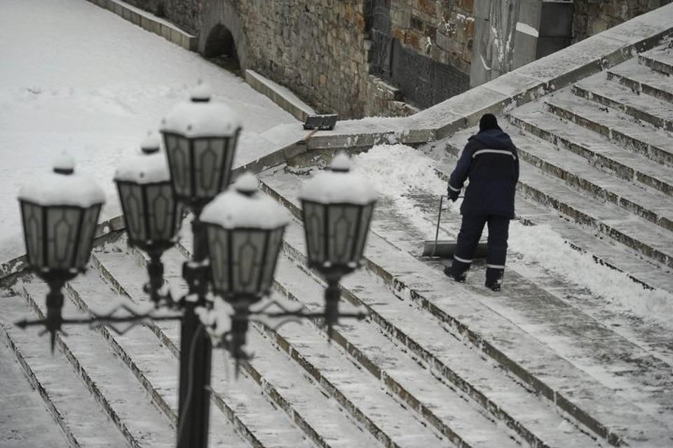 В среду утром весь Екатеринбург оказался засыпан снегом.
