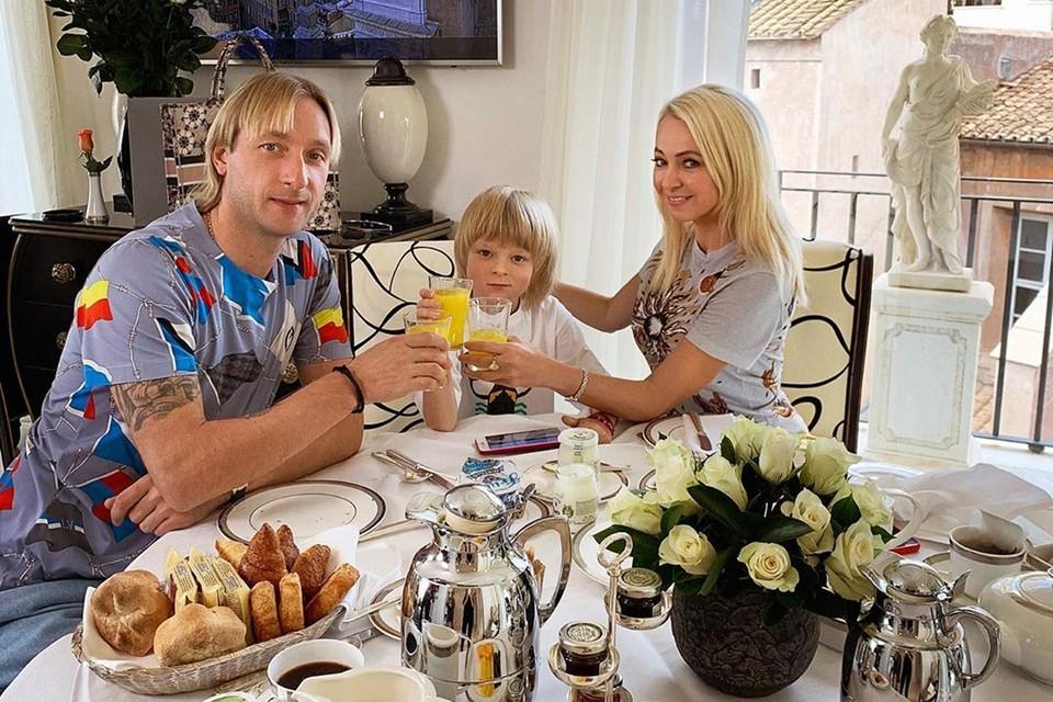 Младший сын двукратного олимпийского чемпиона Евгения Плющенко и продюсера, телеведущей Яны Рудковской в свои 6 лет настоящая звезда.