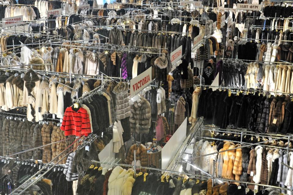 Перед зимой магазины поднимают цены на теплую одежду