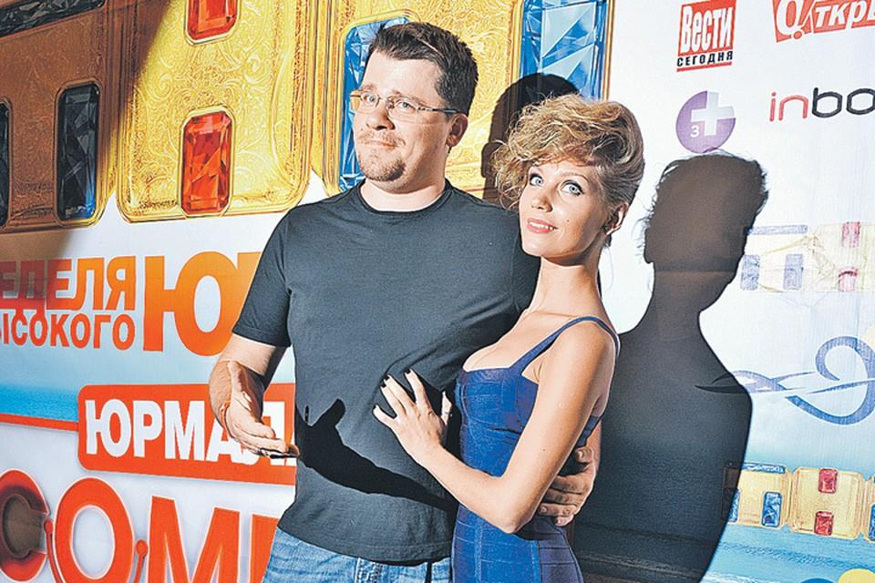 38-летний Гарик Харламов и 31-летняя Кристина Асмус воспитывают 5-летнюю дочь Настю.