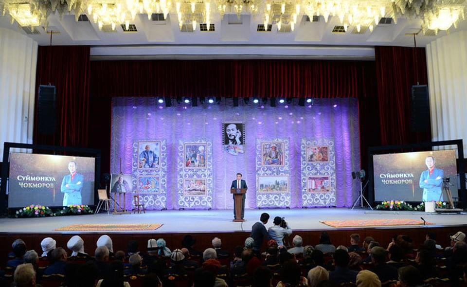 Президент напомнил о вкладе Суйменкула Чокморова в культуру Кыргызстана.