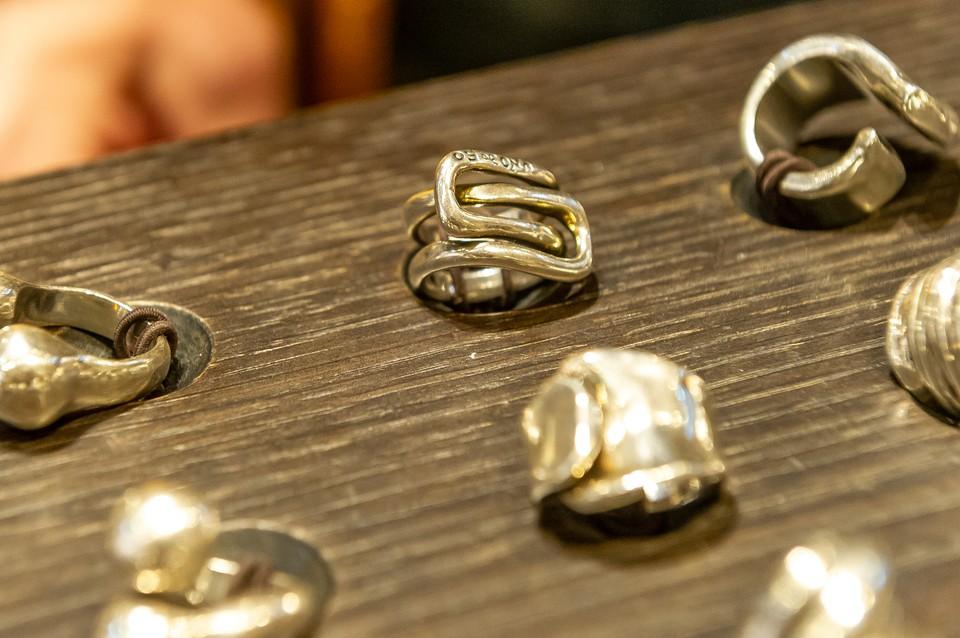 У школьной учительницы из квартиры украли золотые украшения с бриллиантами и рубинами.