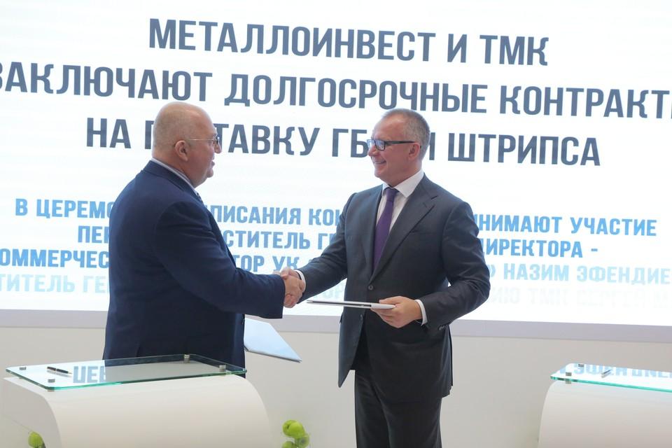 """Назим Эфендиев (слева): """"ТМК была одним из первых ключевых клиентов «Металлоинвеста» в России, оценивших преимущества использования горячебрикетированного железа для производства высококачественной стали». Фото: Пресс-служба ГК """"Металлоинвест"""""""