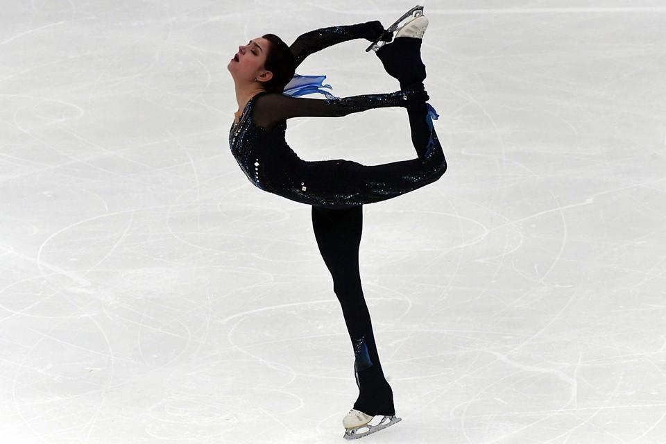 Медведева показала великолепное безошибочное женское катание, за что ей логично выставили лучшие оценки