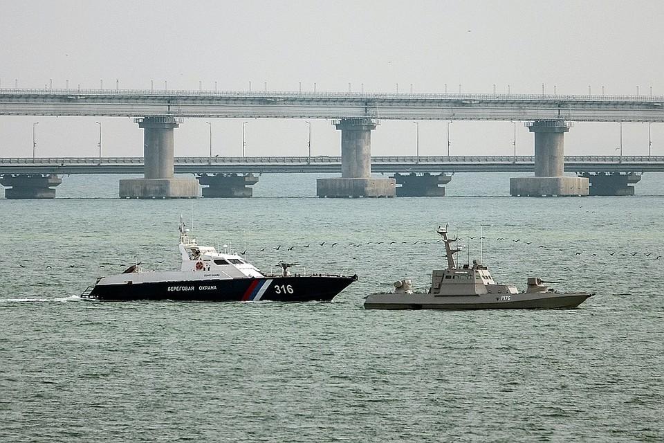 17 ноября принадлежавшие Украине суда были отбуксированы из порта Керчь в нейтральные воды Черного моря для передачи