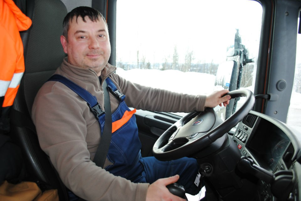 Водитель с 25-летнем стажем Сергей Антонов.