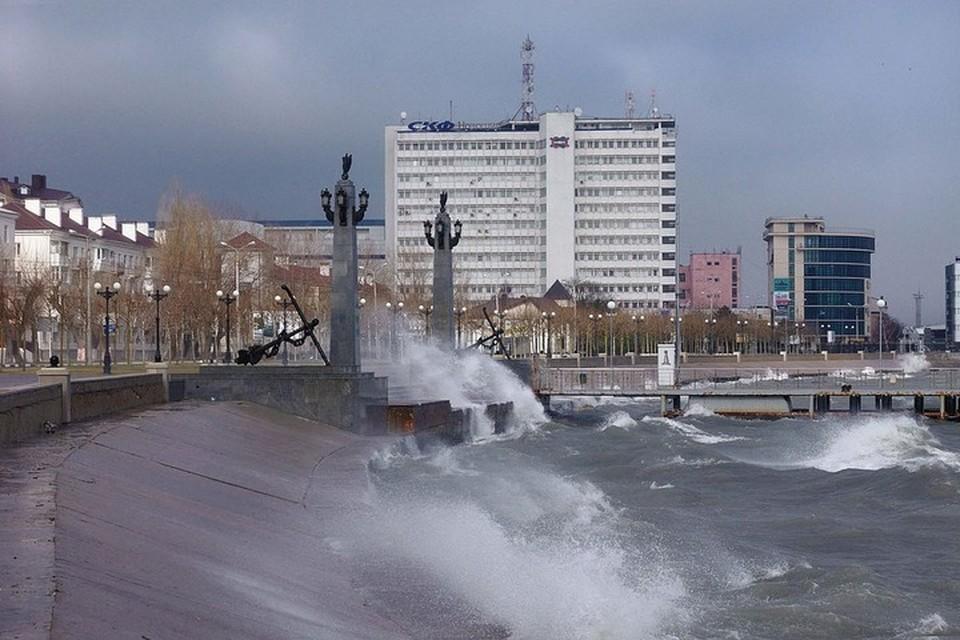 Жителей Новороссийска попросили без необходимости не выходить из зданий