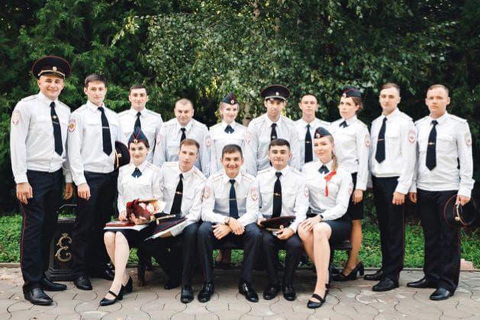 Мария Клочкова (первая справа в первом ряду) с однокурсниками.