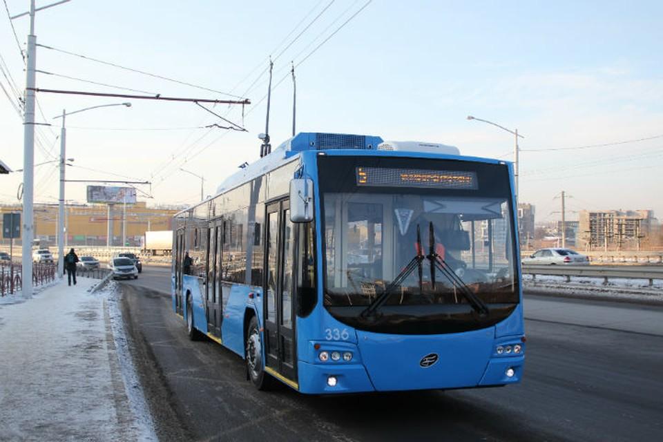 Троллейбус № 5 запустили через Академический мост