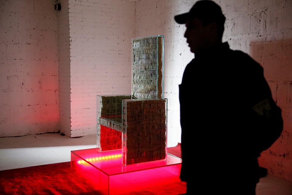 С 1 декабря стеклянный трон с миллионом долларов будет выставлен в Музее эмоций