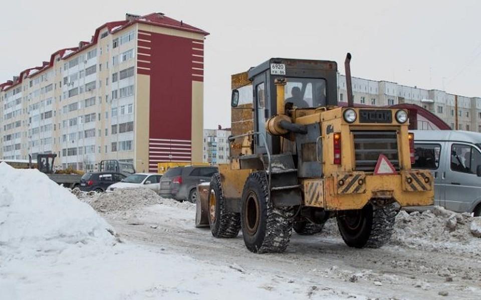 Нижневартовск в усиленном режиме очищается от снега. Фото администрации Нижневартовска