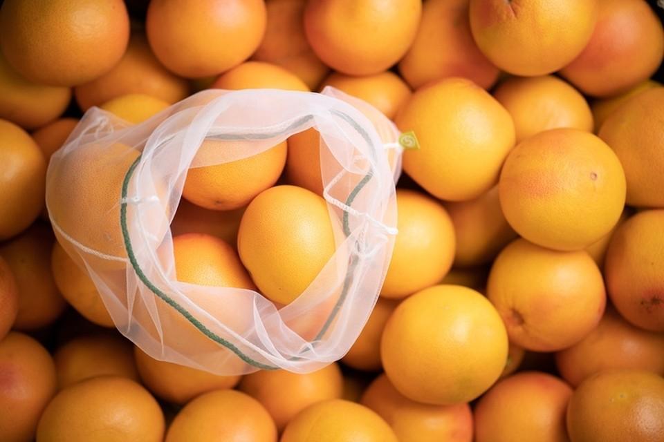 Мешочки для фруктов и овощей предлагают использовать вместо полиэтиленовых пакетов. Фото: vk.com/@x5retailgroup-meshochk