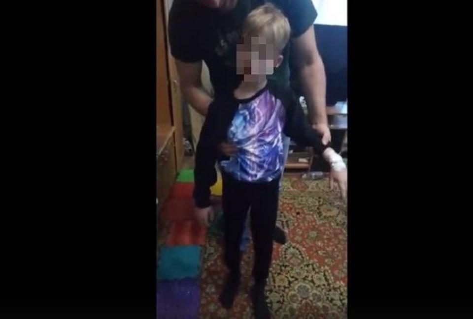 Ребенка угостили в школе конфетой, посл которой у него ухудшилось самочувствие. Фото: кадр из видео