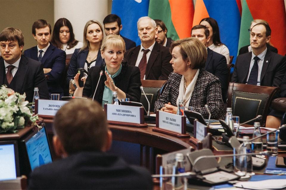 На «круглом столе» эксперты обсудили ключевые вопросы предоставления государственных услуг. Фото: Андрей ГАШЕВ