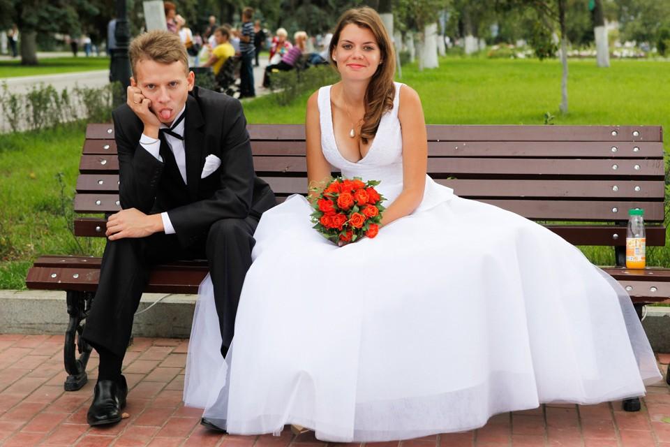 В России не хватает молодых невест.
