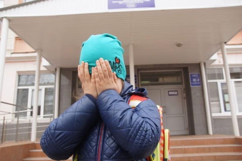 В Новосибирске незнакомец приставал к маленьким девочкам.