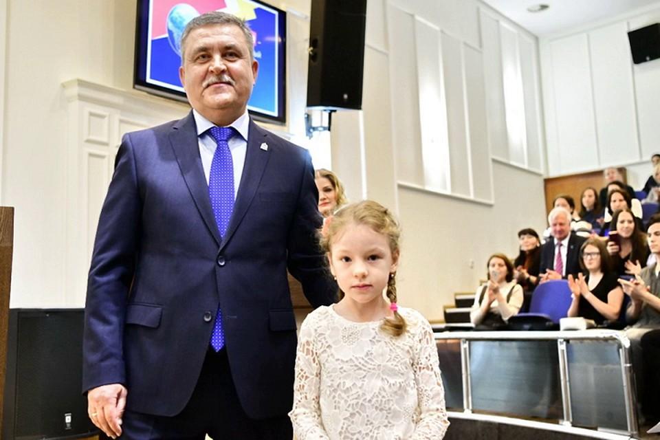 На Ямале 6-летняя девочка стала призером конкурса, «сказав коррупции – нет» Фото: https://www.yanao.ru/