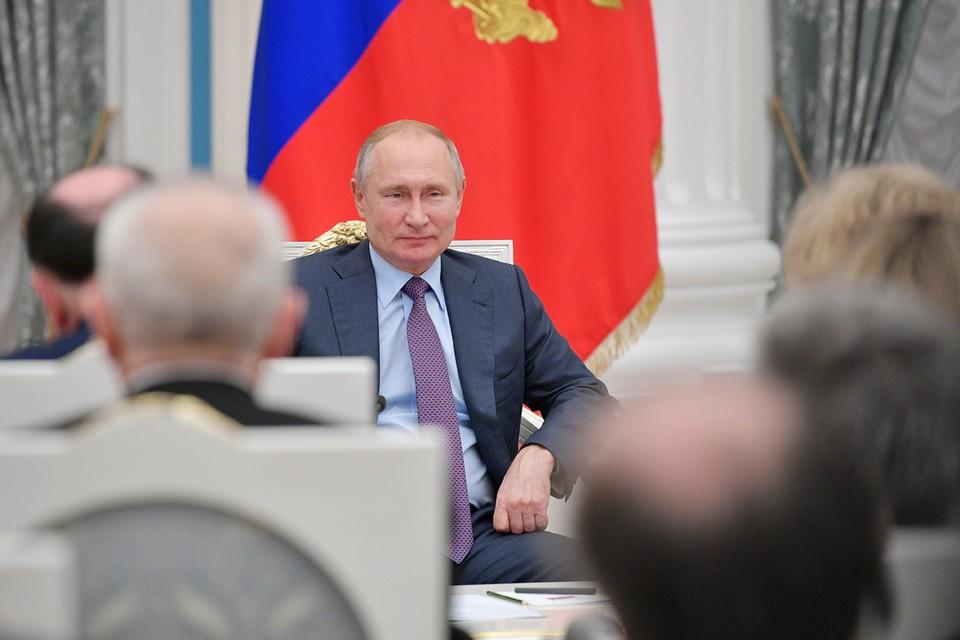 Президент России Владимир Путин во время встречи с региональными уполномоченными по правам человека в Кремле. Фото: Алексей Дружинин/ТАСС