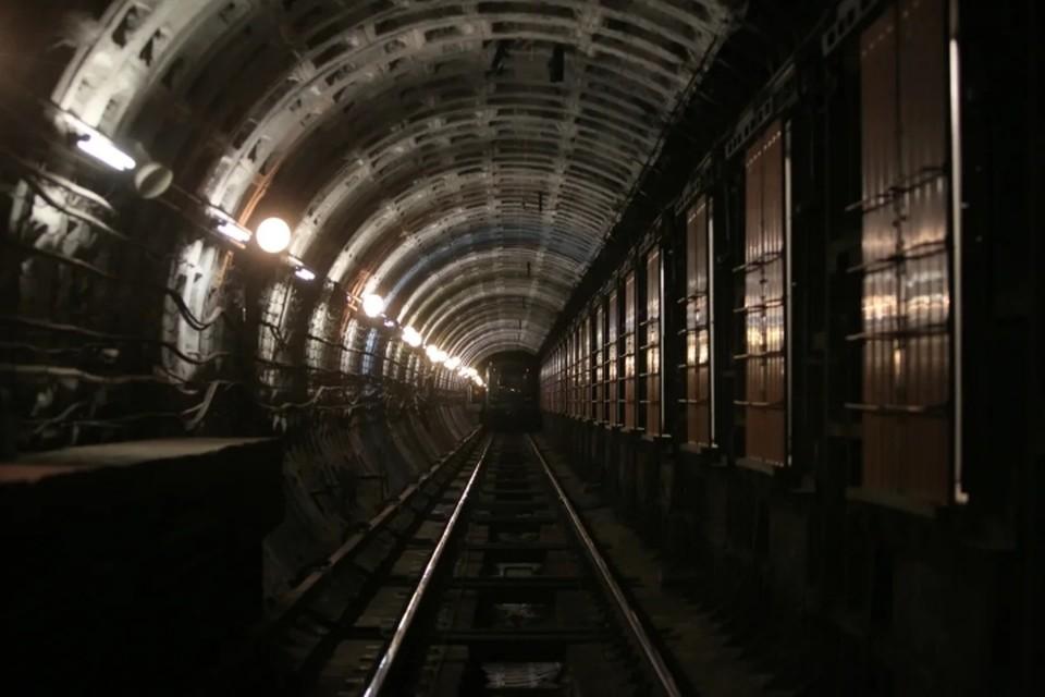 Сотрудники подземки заверили, что метро Петербурга - одно из самых безопасных убежищ, но секретных бункеров в нем все же нет.