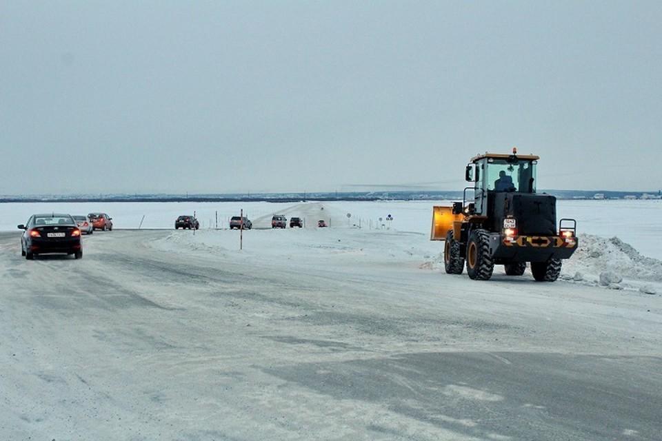 Движение на главной ледовой переправе Ямала открыто по трем полосам Фото: Департамента транспорта и дорожного хозяйства ЯНАО