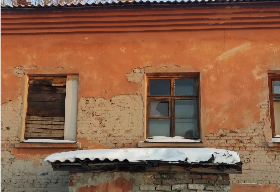 Разваливающийся дом. Фото: жильцов